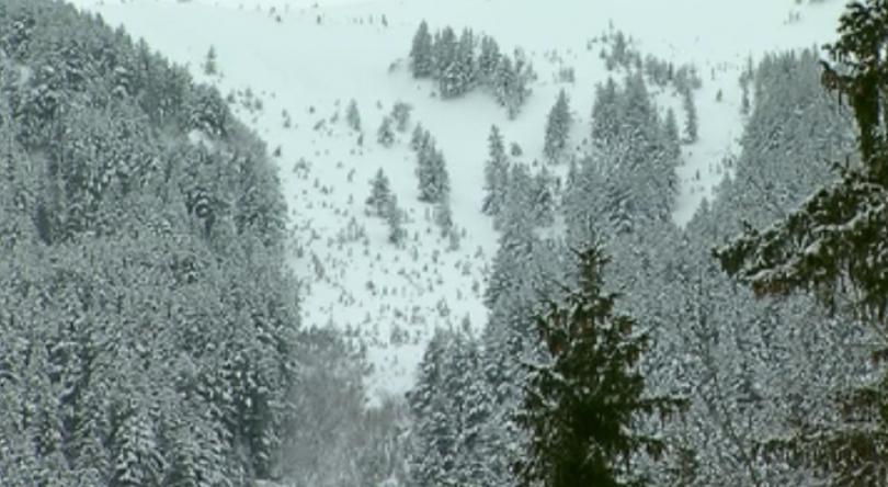 Планинските спасители предупреждават, че лавинната опасност остава, а условията не