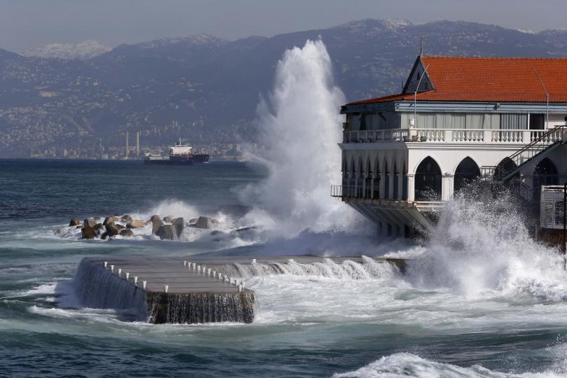 Проливни дъждове и снежни бури превърнаха ливанския град Бекаа в