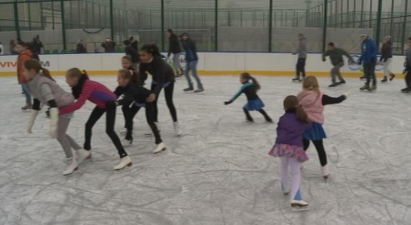 Новата ледена пързалка в София