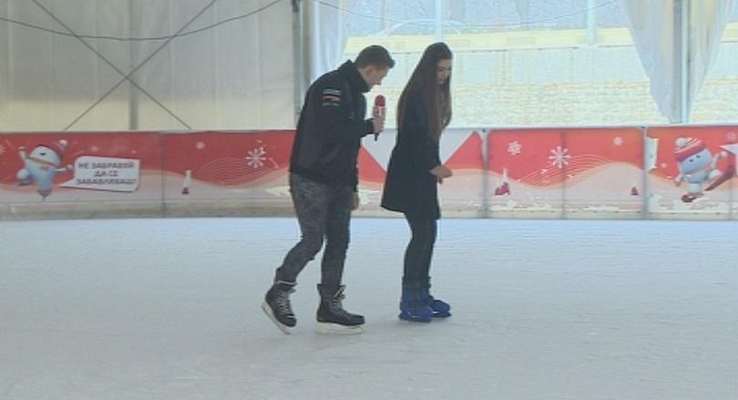 снимка 2 Най-голямата ледена пързалка на Балканите отново радва столичани