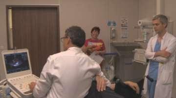 Български лекари спасиха мъж с имплантиране на аортна клапа през бедрото
