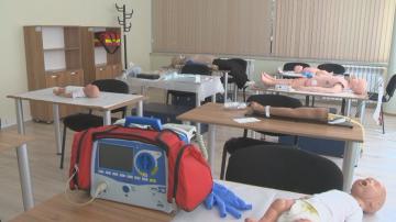 Водещи лекари ще обучават работещите в Спешна помощ