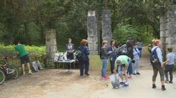 Доброволци почистиха лесопарка Липник край Русе