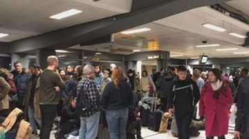 Десетки отменени полети на лондонското летище Станстед заради лошото време