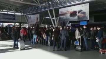 Зрители сигнализираха за огромни опашки на летище София
