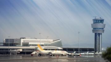Летище София отстрани служител след инцидента с непроверен частен самолет