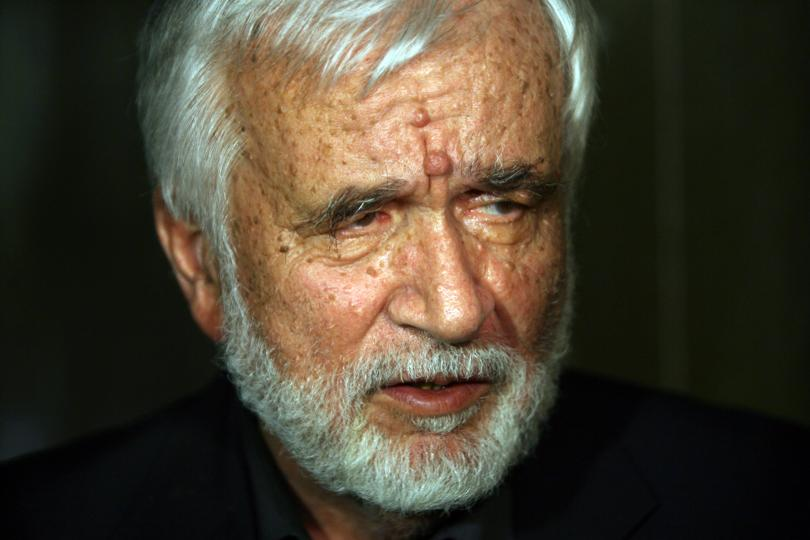 снимка 1 Почина Любомир Левчев