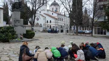 Стотици се преклониха пред саможертвата на Левски