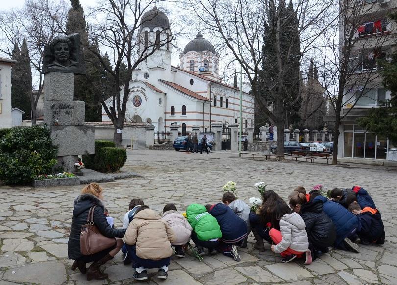 """Деца от старозагорски училища посетиха днес """"Хилендарския метох"""", където Васил Левски е живял от 1855 до 1858год."""