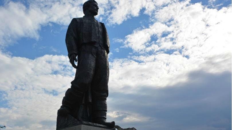 Вандали оскверниха паметника на Левски в Ловеч