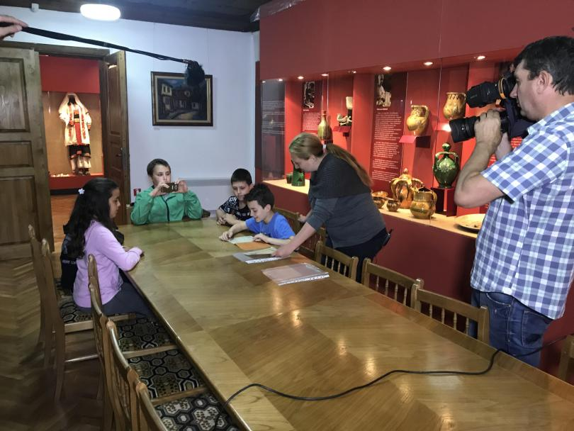 Първата спирка на децата по време на тяхното изследване - музеят на занаятите в Троян