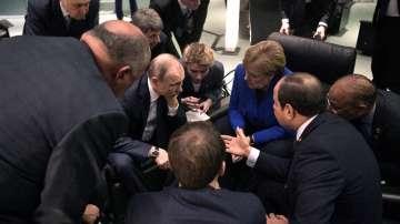 Обвинения за неспазване на примирието в Либия