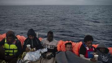 Либийската брегова охрана спря над 500 мигранти в Средиземно море
