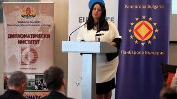 Павлова: Няма опасност за европредседателството на България