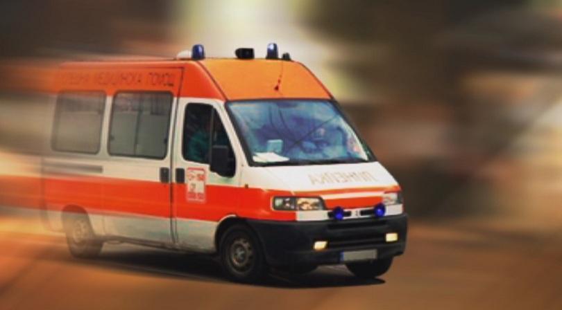 Пет жертви след челен удар между автобус и лек автомобил край Луковит