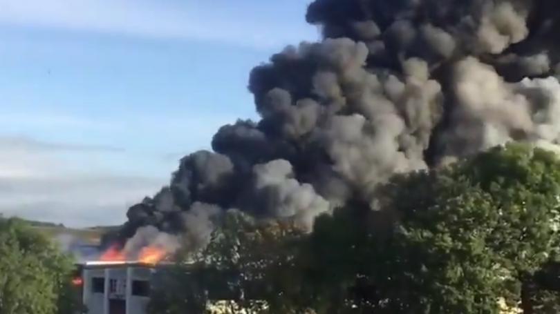 Най-малко петима души са ранени при експлозия в хале на