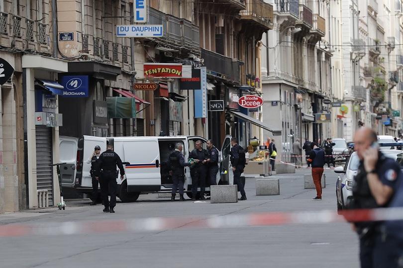 Френската полиция издирва заподозрян във връзка с експлозията в Лион