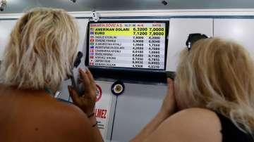 Спадът на турската лира доведе до недостиг на банкноти