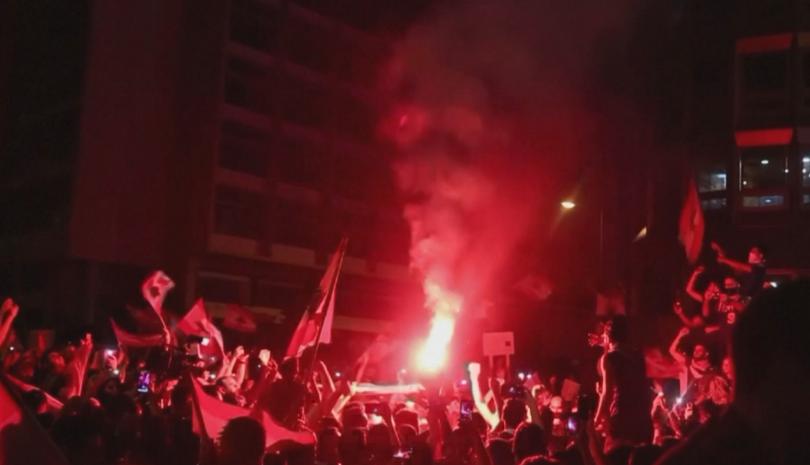 Снощи небето над ливанската столица беше озарено от фойерверки, а