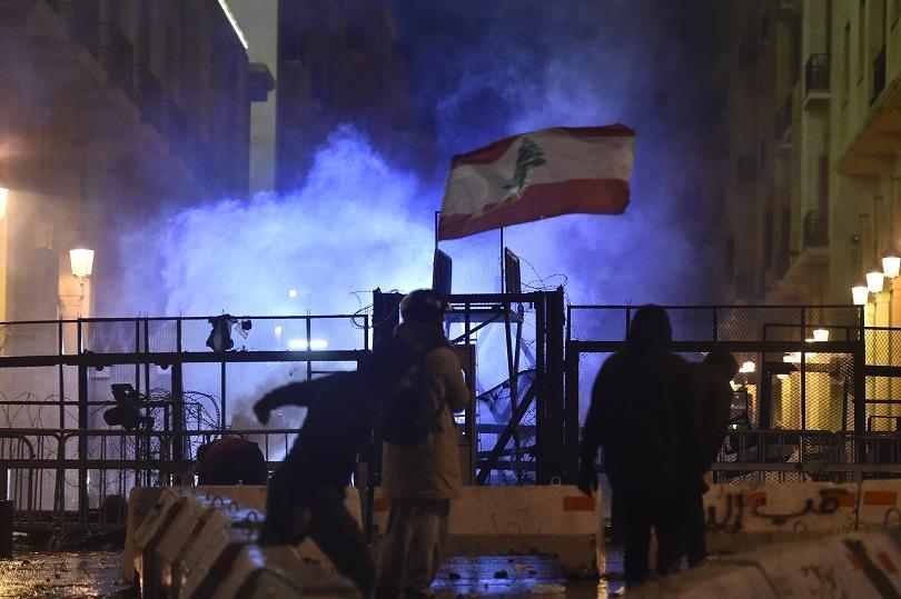 Ливанските сили за сигурност отново използваха водни оръдия и сълзотворен