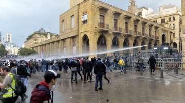 Сблъсъци между полиция и протестиращи в Бейрут