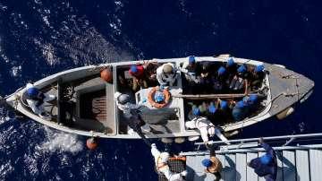 Лодка с мигранти се преобърна край бреговете на Либия