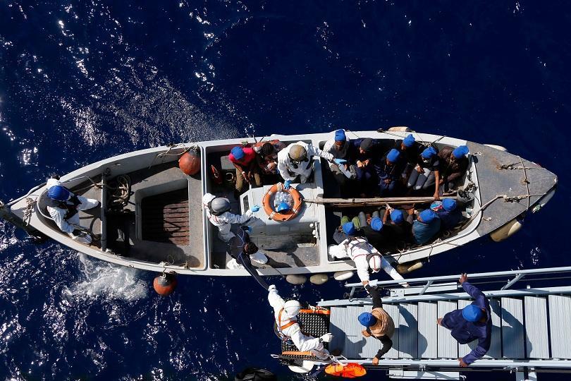 лодка мигранти преобърна бреговете либия