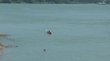 Полицаят от Шумен, който тръгна с кану по Дунав от Германия, стигна до Видин