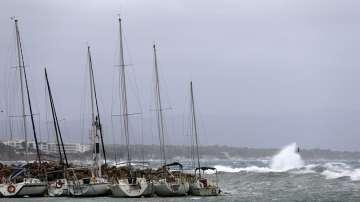 Силен вятър блокира фериботи в Турция, гръцкият морски транспорт се нормализира