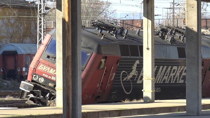 Снимка: Локомотивът от Хитрино е водил дерайлиралия влак в Пловдив