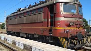 Обгорял кабел спря нощния бърз влак от Варна за Пловдив