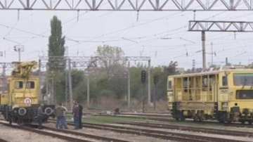 Локомотив и влекач се удариха при маневра на гара Каспичан