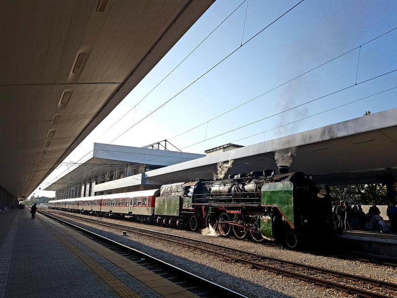 бдж организира празнично пътуване ретро влак деня независимостта