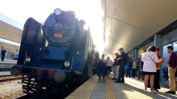 Десетки българи отпразнуваха Деня на независимостта във влак с ретро локомотив