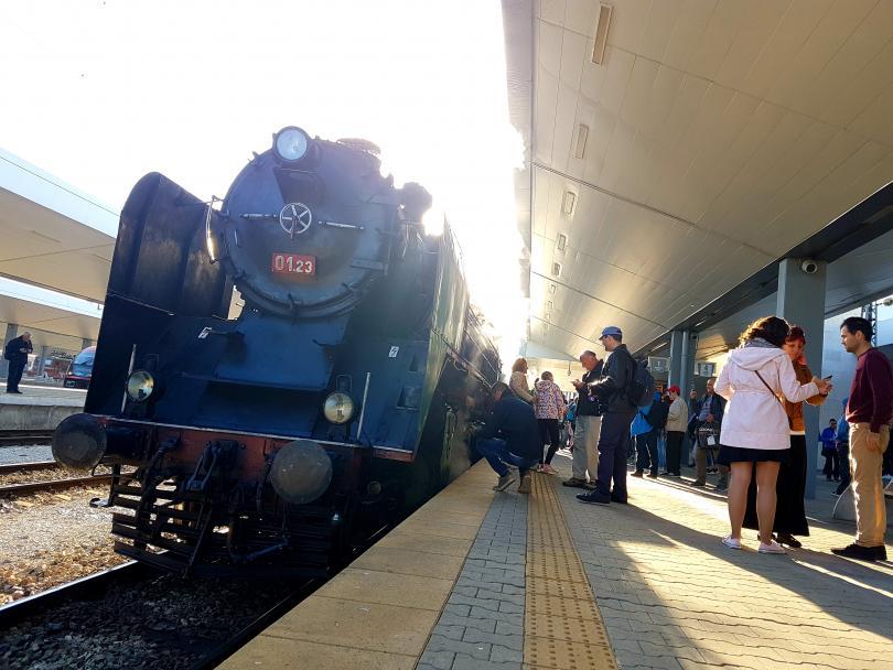 Ретро парен локомотив потегли с композиция по маршрута София-Черепиш-София по