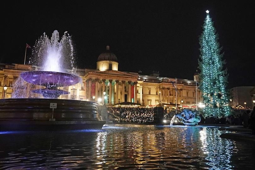 снимка 1 Запалиха светлините на елхата в Лондон