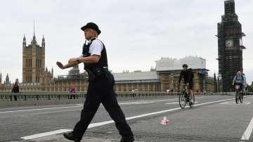 Кола се вряза в огражденията на британския парламент в Лондон