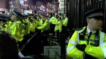 Мъж се опита да прескочи оградата на Даунинг стрийт 10 в Лондон