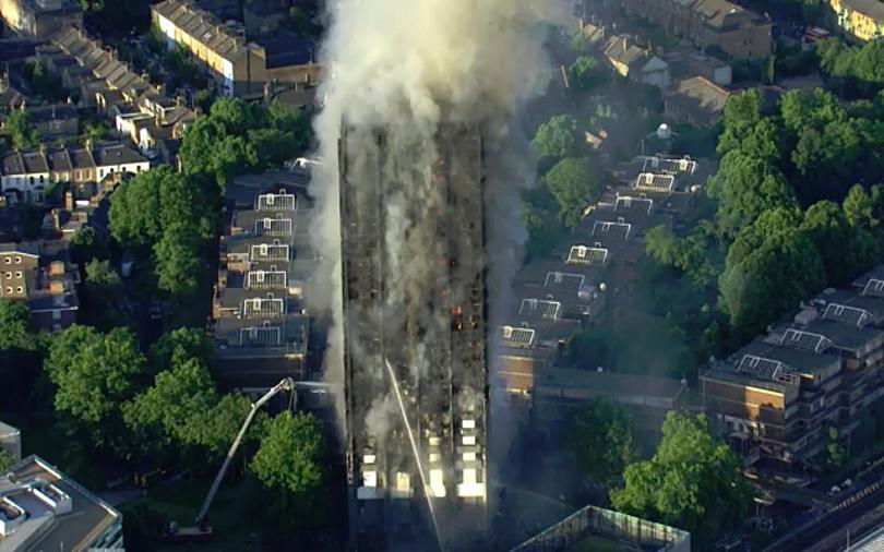 Тереза Мей: 120 жилищни блока не отговарят на стандартите за безопасност