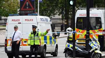 Британската полиция претърсва адреси след атаката в Лондон