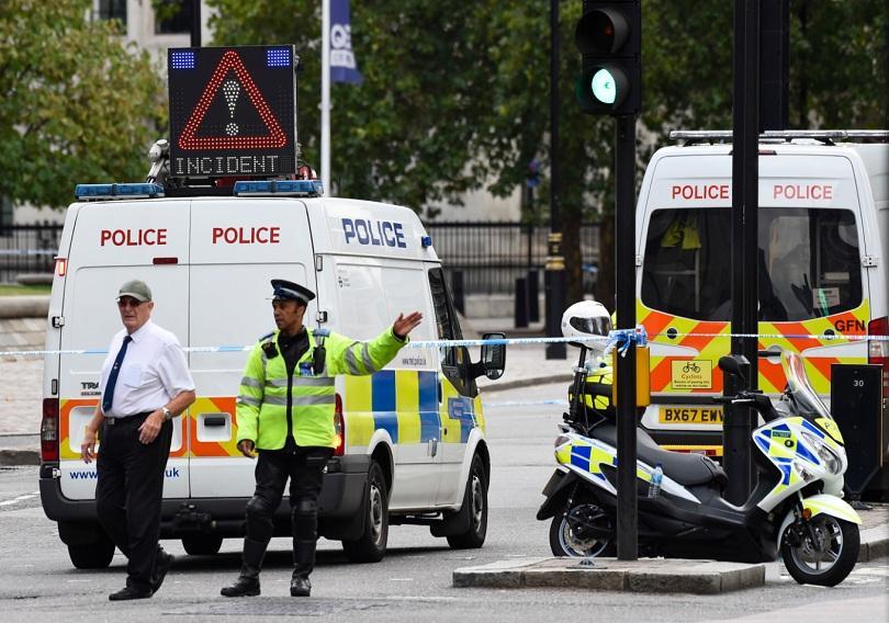 Британската полиция претърсва няколко адреса в Англия във връзка с