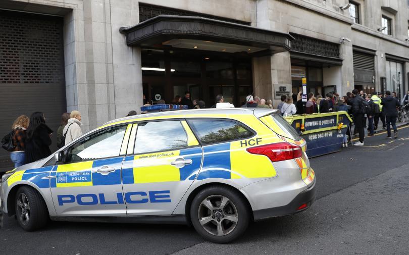 Двама души бяха намушкани с нож днес в централата на