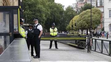 Обвинение в убийство за мъжа, който се вряза с кола в пешеходци в Лондон