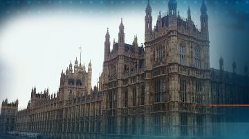Трима ключови британски министри подадоха оставки