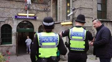 Полицията в Лондон проучва подозрителна кола на паркинг на мол до гара Стратфорд