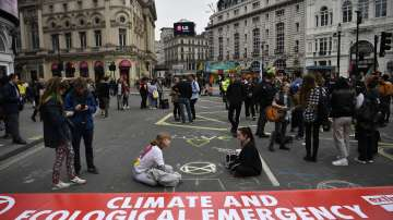 Масови арести в Лондон на протестиращи срещу глобалното затопляне