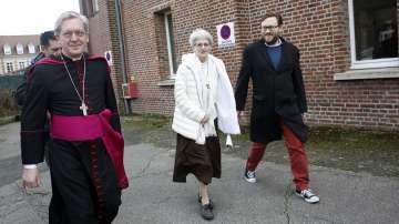 Изцелението на монахиня в пещера във Франция беше признато за 70-о чудо
