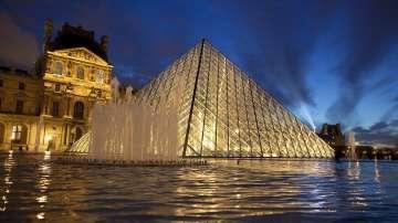 Мечтана награда: Двойка канадци пренощуваха в Лувъра