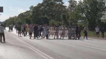 Служители на ловешката болница блокираха движението по главния път София-Варна