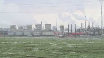 Глобяват Лукойл заради неприятна миризма в Бургас